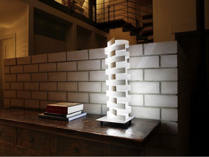 Lampe de table design par Nistor et Nistor