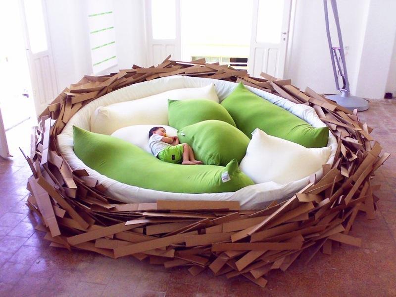 lit bird nest en forme d'oiseau