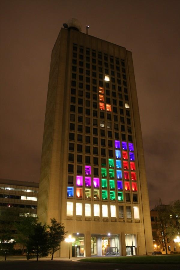 un Tétris géant sur un immeuble entier