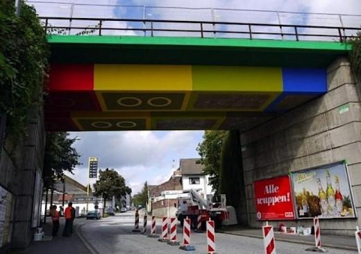 MEGX peint un pont Lego en Allemagne