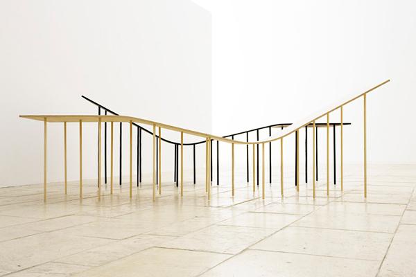 fauteuil moderne levity lounge chair par Zsanett Benedek et Daniel Lakos